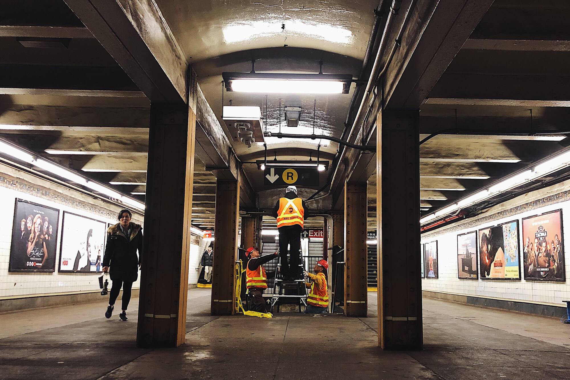 A VEOVO INSTALLATION IN A NYC SUBWAY, ONE OF THE TRANSIT TECH LAB ACCELERATOR PARTICIPANTS