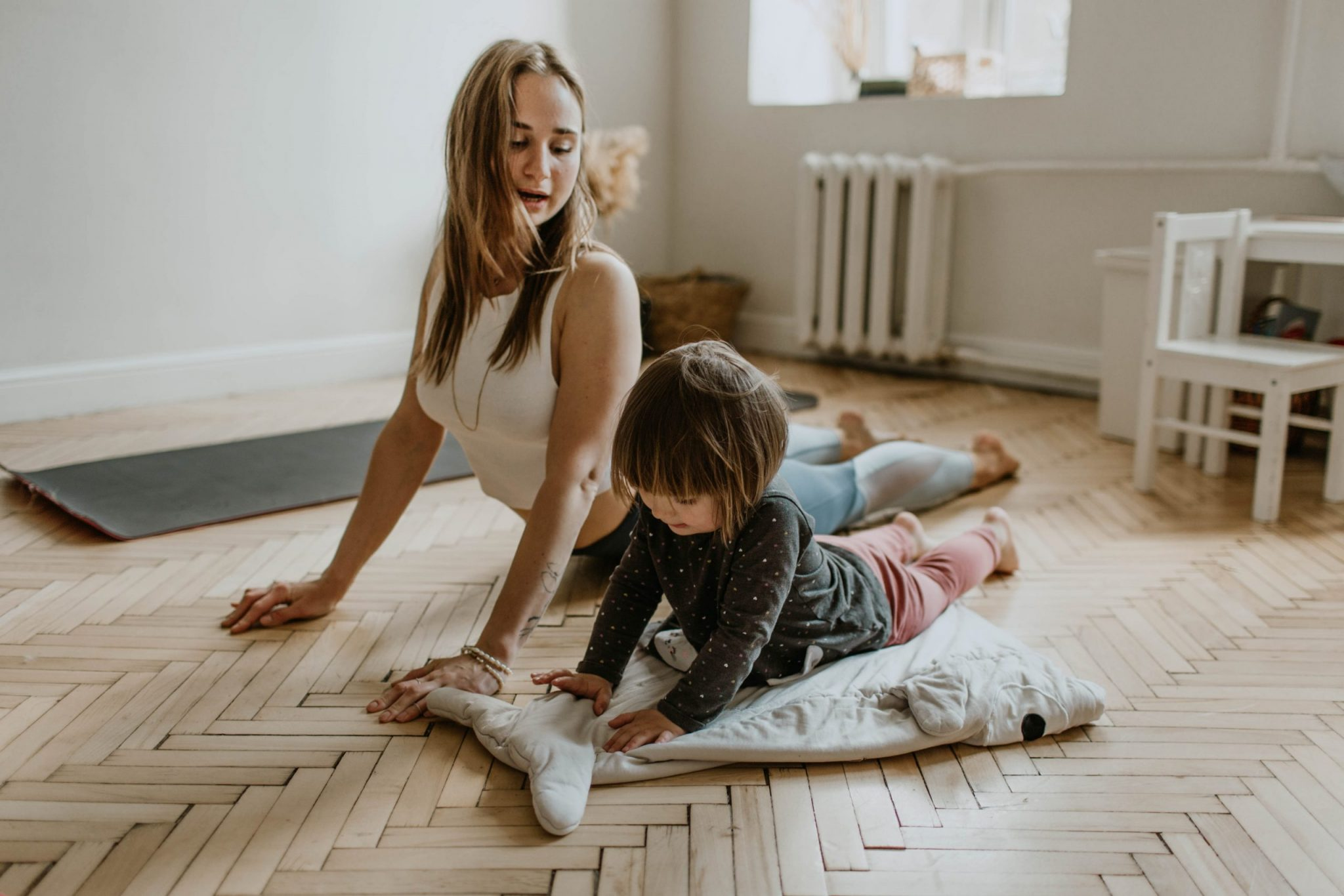 MOTHER AND KIDS YOGA MENTAL HEALTH. PHOTO VALERIA USHAKOVA / PEXELS
