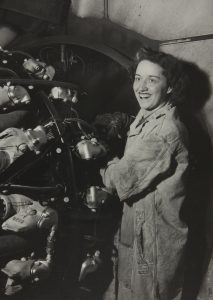 1943 FORD WORKER HELPS AMERICA TAKE TO THE SKIES
