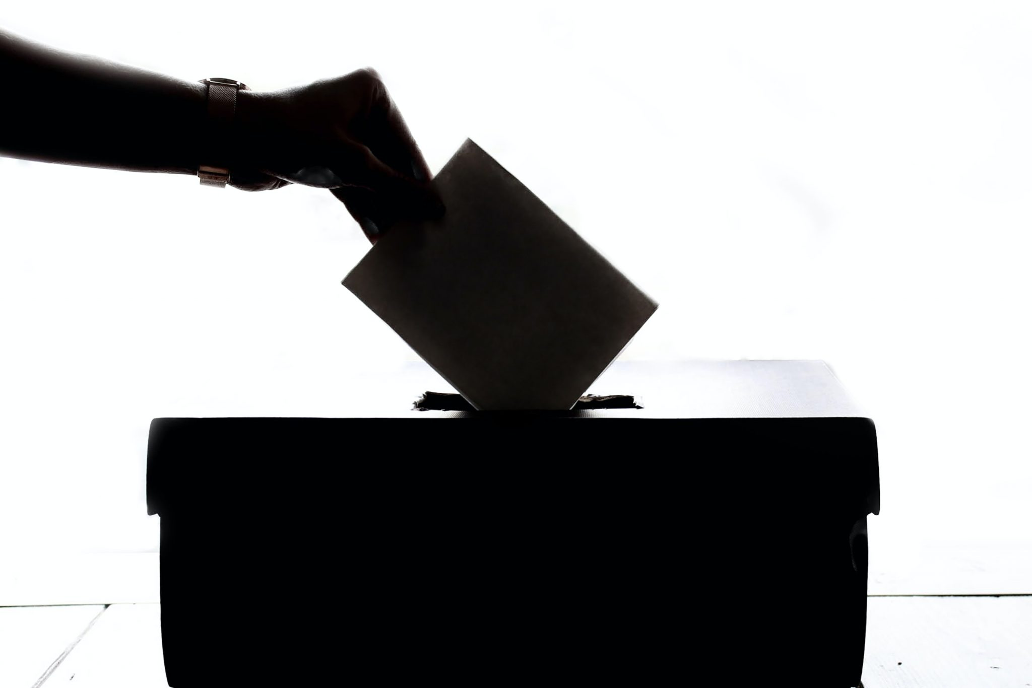 person putting envilope in the voting box // will the republican party make it harder to vote? // PHOTO BY ELEMENT5 DIGITAL ON UNSPLASH