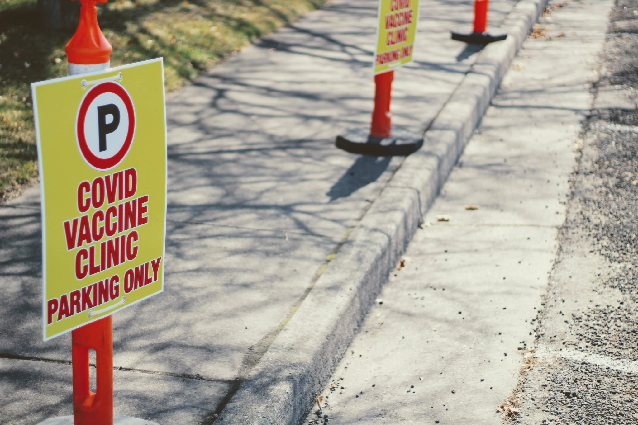 Neighborhood vaccine / parking cones / PHOTO BY JOSHUA HOEHNE ON UNSPLASH