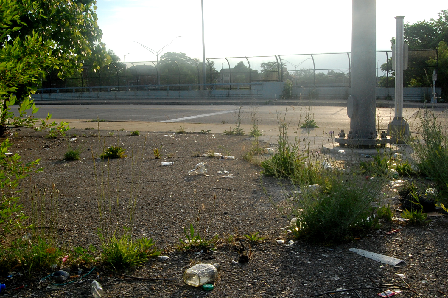 DISCARDED TRASH AT THE INTERSECTION OF JEFFRIES AND JOY IN DETROIT. PHOTO LUCAS RESETAR