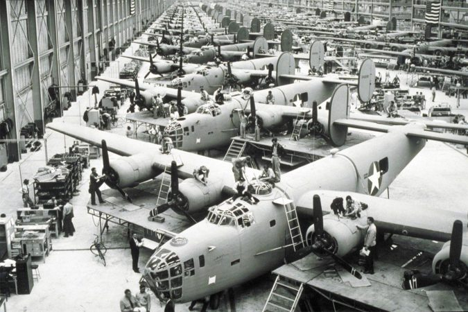 1942 B-24 PRODUCTION AT WILLOW RUN