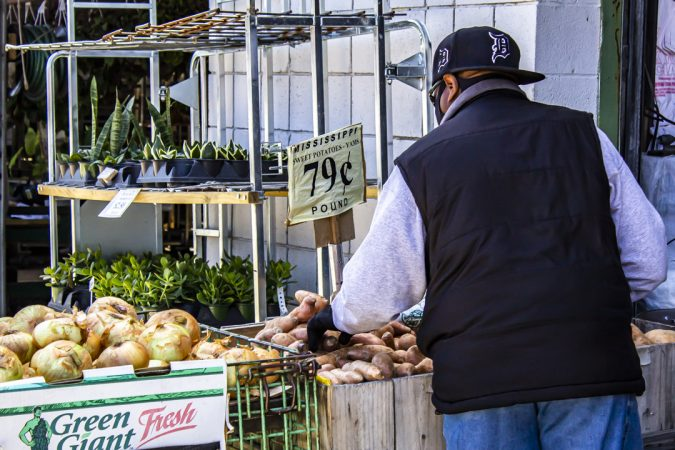 HEY Y'ALL DETROIT PROMOTES FOOD SECURITY. A MAN BUYING FOOD IN DETROIT. PHOTO JOHN BOZICK