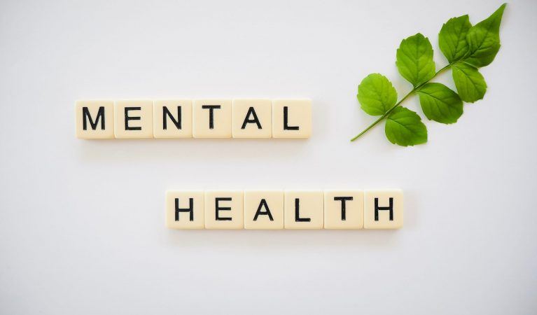 MENTAL HEALTH AWARENESS ; PHOTO TOTAL SHAPE ; UNSPLASH