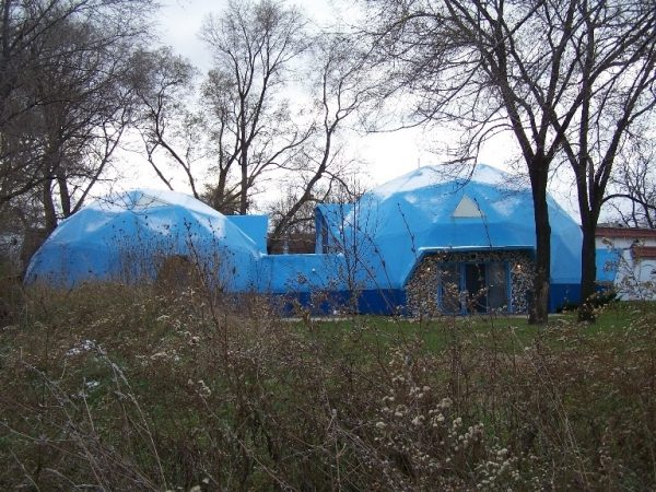 BUCKMINSTER FULLER GEODESIC DOME HOUSE. PHOTO BY ATLAS OBSCURA